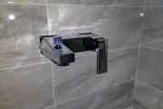 установка, монтаж  или замена смесителя над ванной